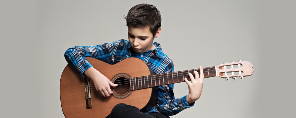 4 grandes beneficios del aprendizaje musical para niños y adolescentes